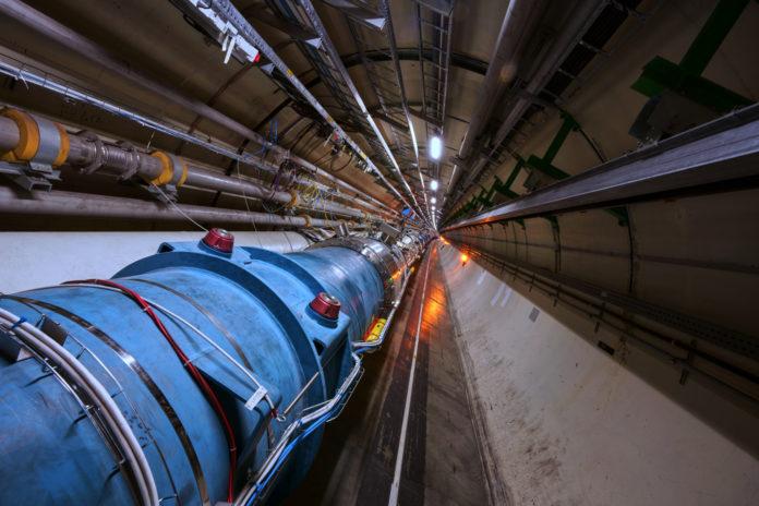 Veliki hadronski sudarač (LHC)
