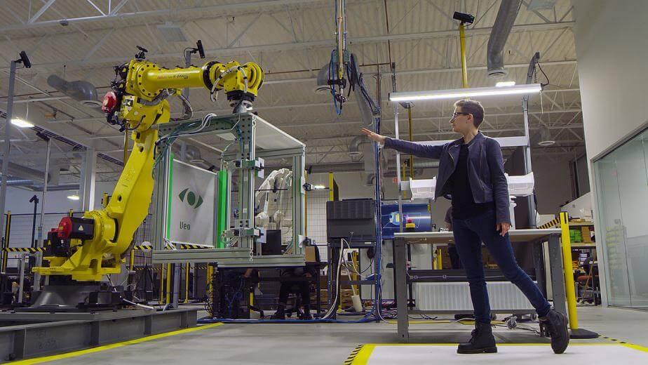 Start-up Veo Robotics postavlja senzore oko radnih stanica kako bi definirao fizički prostor u kojem roboti djeluju