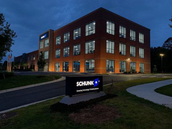 SCHUNK Intec USA u Morrisvilleu najveća je podružnica svjetskog tržišnog lidera za sustave za stezanje i tehnologiju stezanja. Proširenje nove zgrade s ukupnom površinom od 4.000 kvadratnih metara obuhvaća proizvodne i administrativne prostore, kao i moderni centar za kupce.