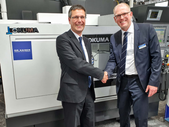 Dr. Dirk Hessel, CEO of Dr. Kaiser, and Andreas Lemaire, Product Manager at Okuma, exhibiting the joint system at EMO Hannover 2019.